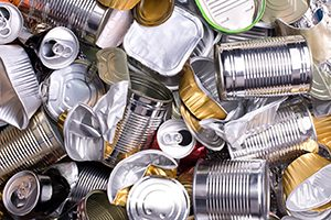 Aluminum cans and tin pieces in a pile to be recycled